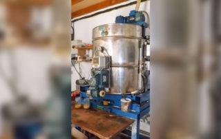 Extracteur et mise en pot du miel