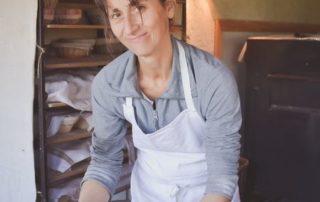 Petrissage/façonnage à la main de la pâte à pain